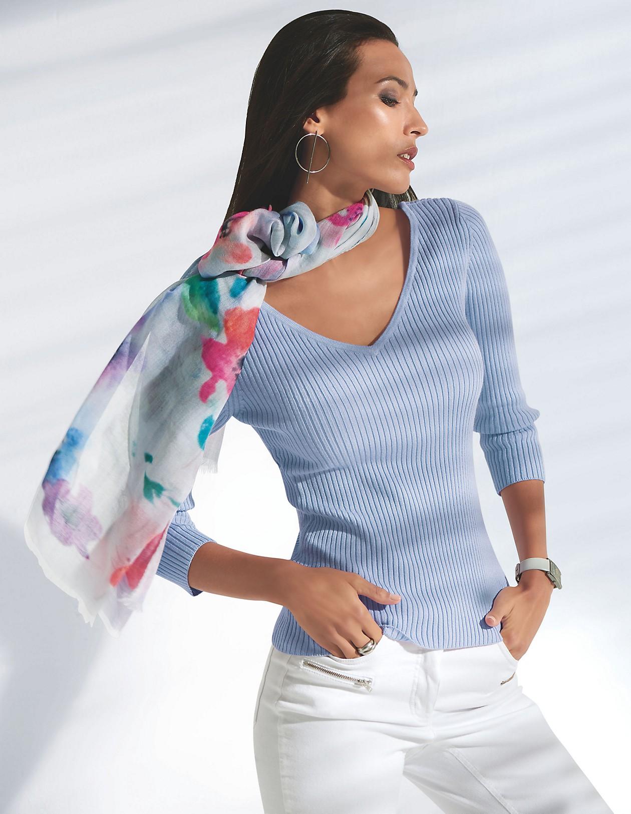 V Pullover mit femininen Details, zartgrün, grün | MADELEINE