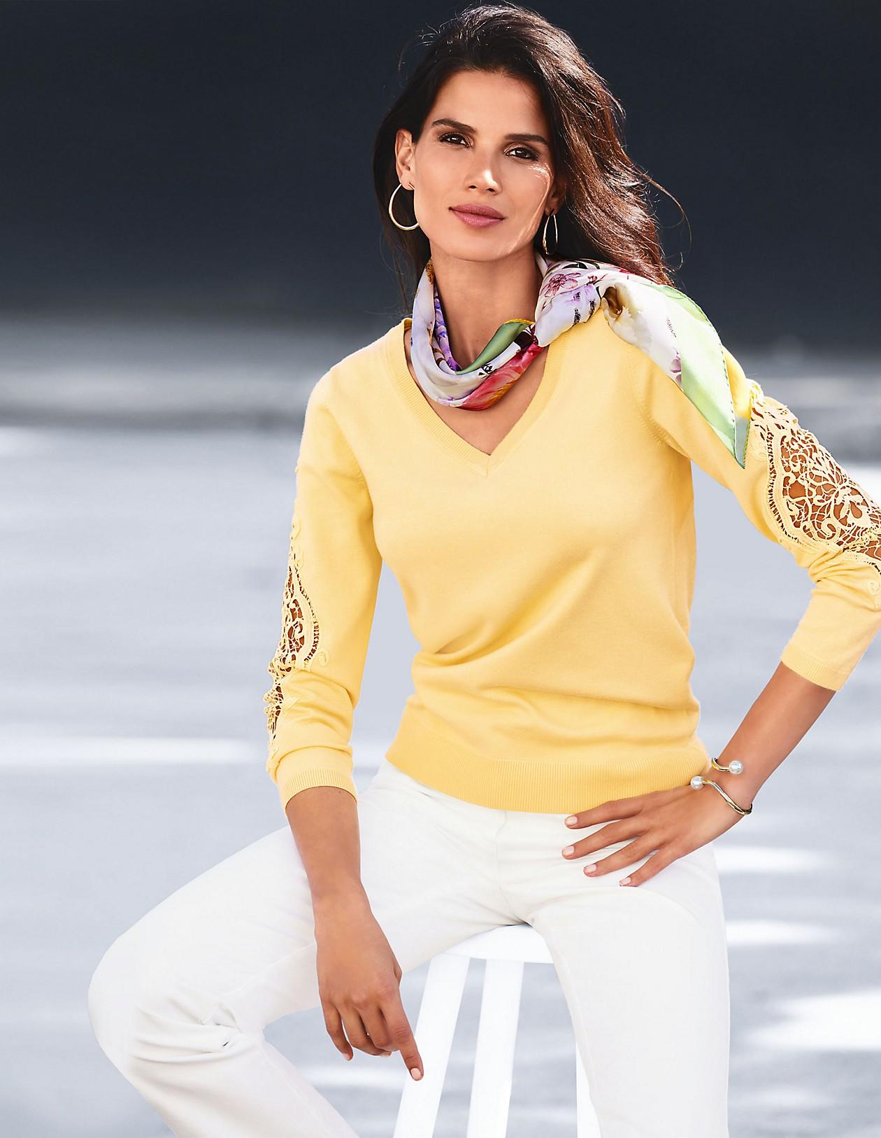 Pullover mit V Ausschnitt und Spitzeneinsatz, kirschblüte